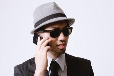 iPhoneでクライアントと連絡を取り合うエージェント [モデル:ひろゆき]