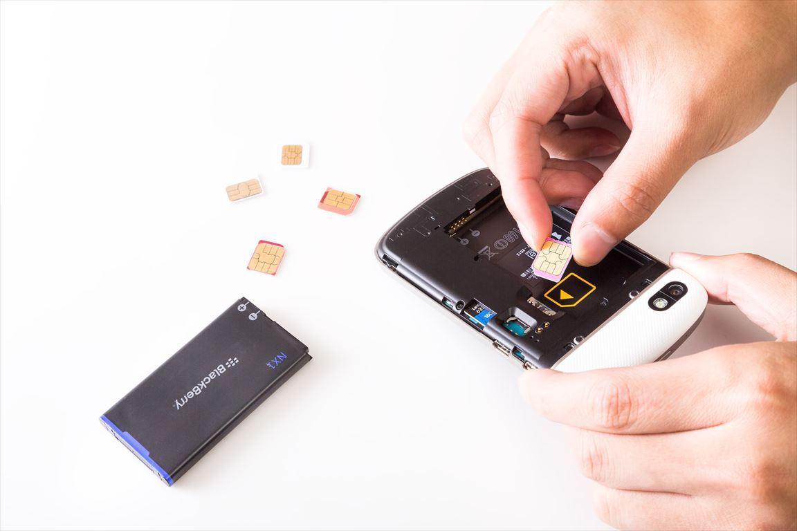 BlackBerryにSIMカードを挿す_R
