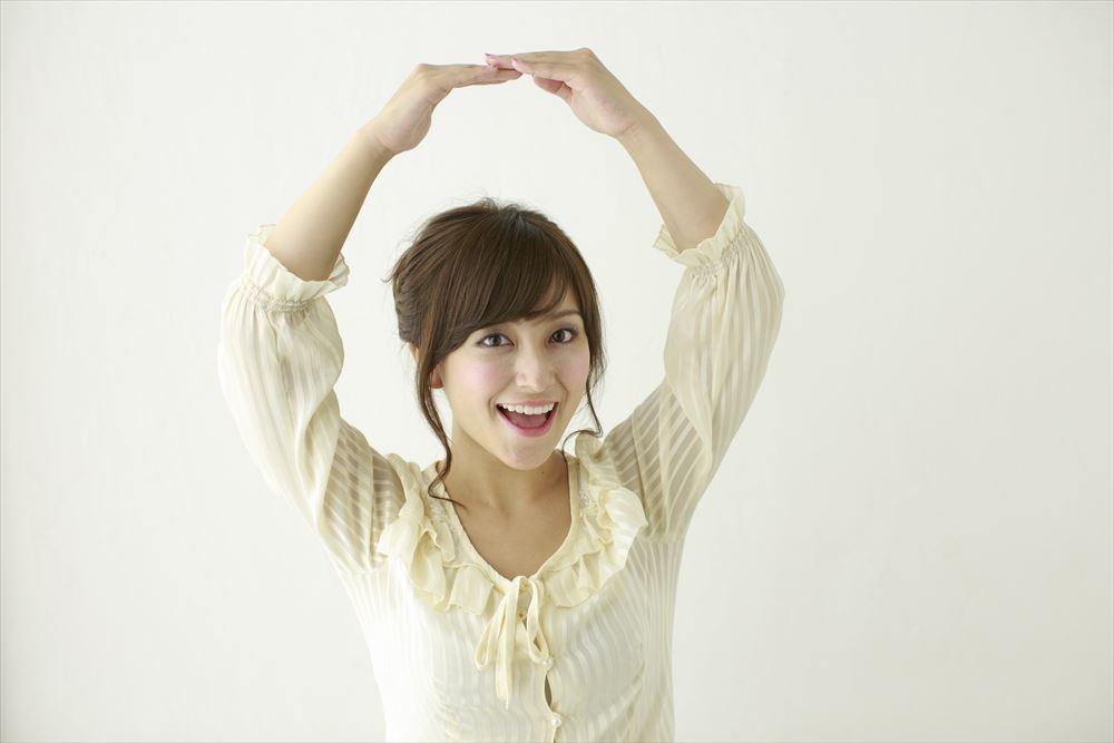 手で丸を作る女性1_R