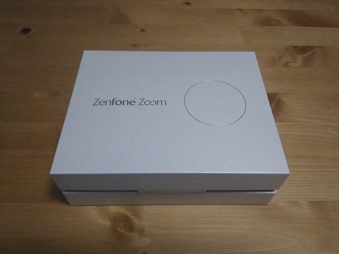 化粧箱に入ったASUS ZenFone Zoom