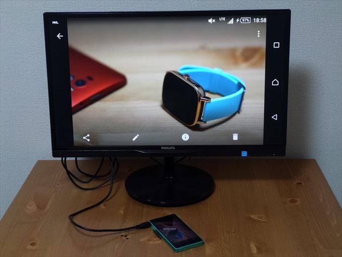 MHLでPCモニターに映し出されたスマホの画面
