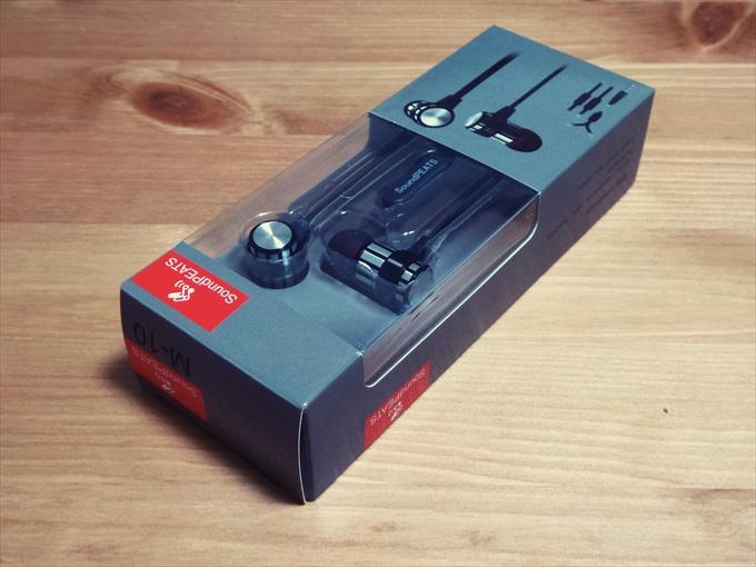 パッケージに入ったSoundPEATSブランドの有線イヤホン M-10