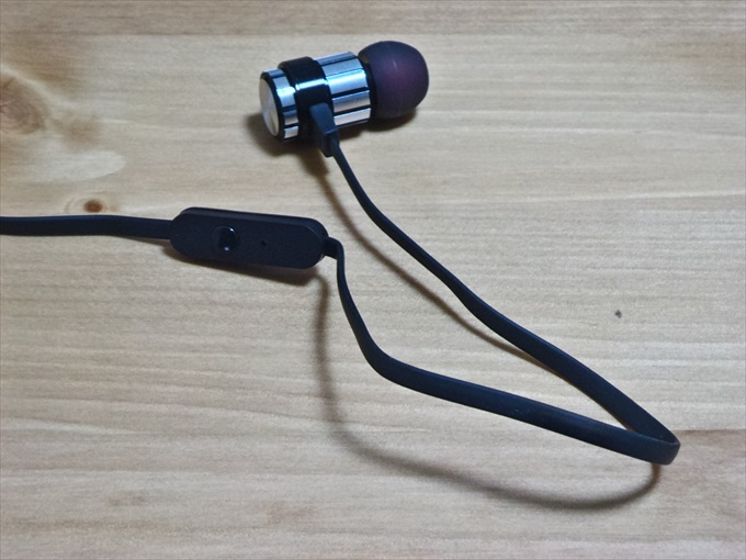 有線イヤホンSoundPEATS M10のリモコンボタン