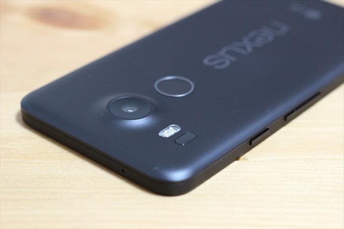 Nexus 5Xの左側面、ボタン配置
