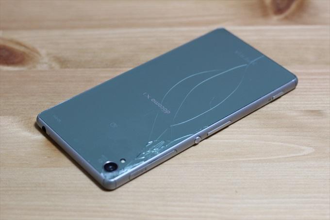 背面のガラスが割れたXperia Z3 SO-01G