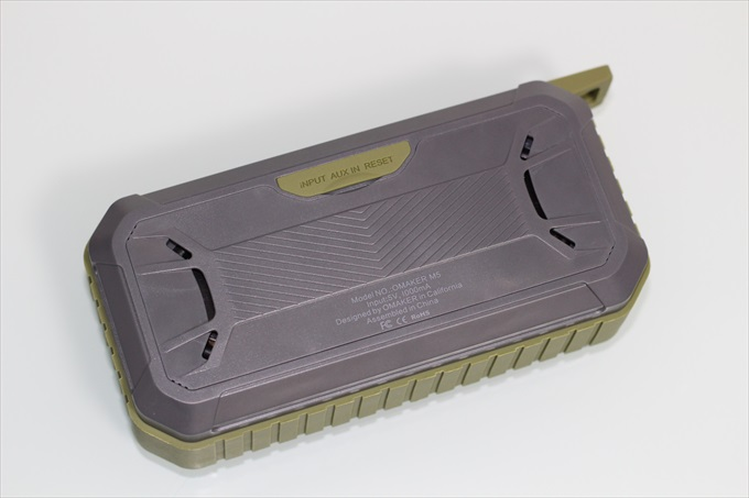 Omaker M5の背面と各種認証マーク