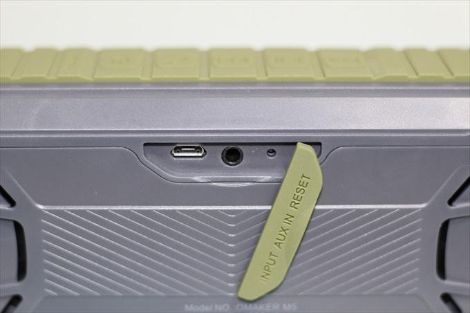 Omaker M5のmicroUSBポートと3.5mmステレオミニプラグポート