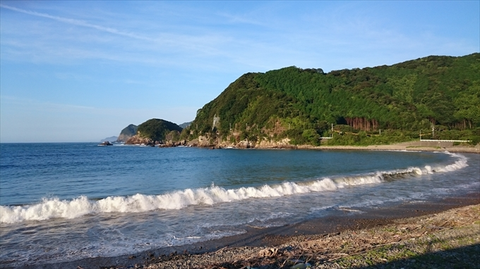 Xperia Z3 Compact SO-02Gで朝撮った海と山の写真