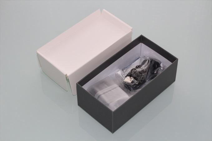 gooのスマホ g06のパッケージ内部