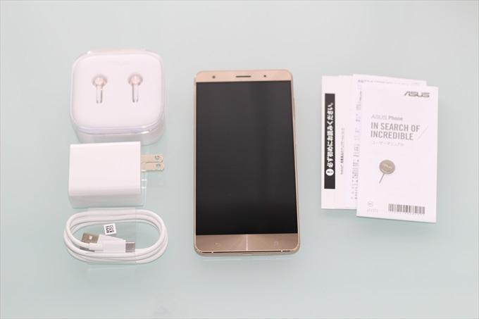 ZenFone 3 Deluxe ZS570KLと付属品