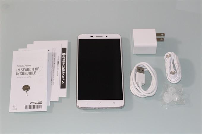 ZenFone 3 Laser ZC551KLと充電器などの同梱品