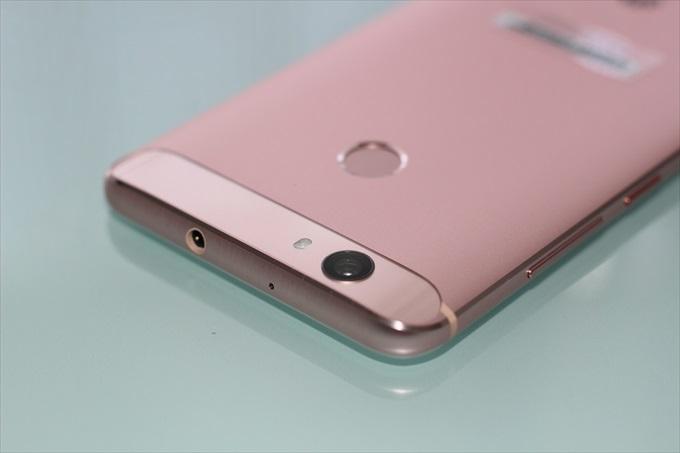 HuaweiのSIMフリースマートフォンnova