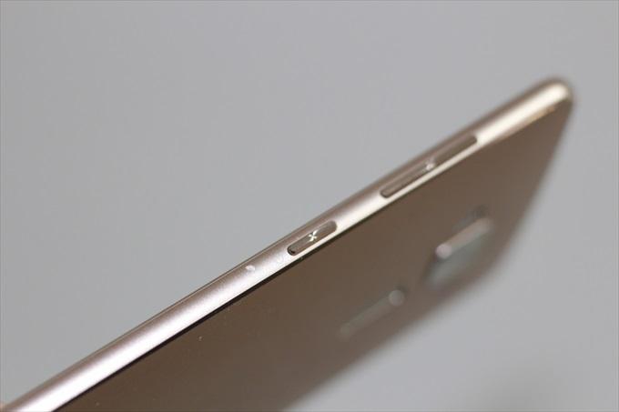 外装を破損したASUS ZenFone 3 Deluxe ZS570KL