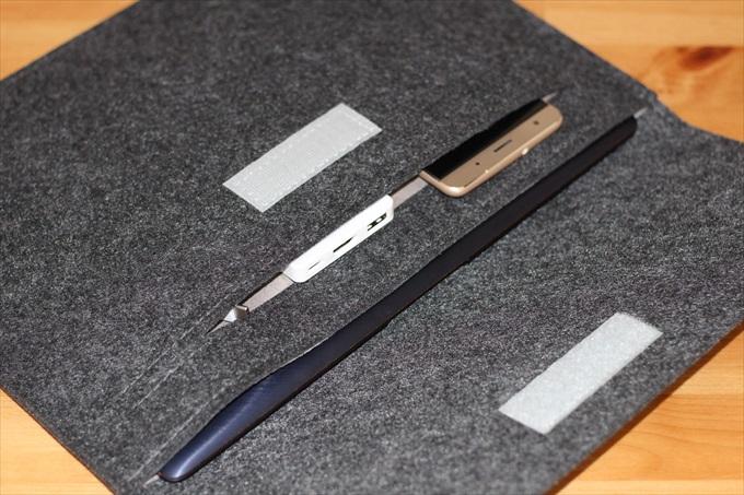 ASUS ZenBooke3とZenFone 3 DeluxeとMINI DOGを収納したフェルトケース