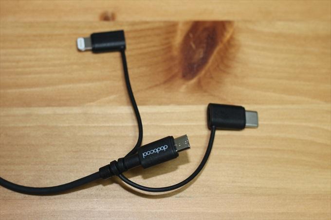 microUSBケーブルとLightning変換アダプターとUSB Type-C変換アダプター