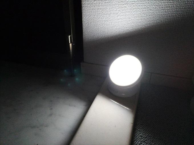 暗闇で光るLEDセンサーライト