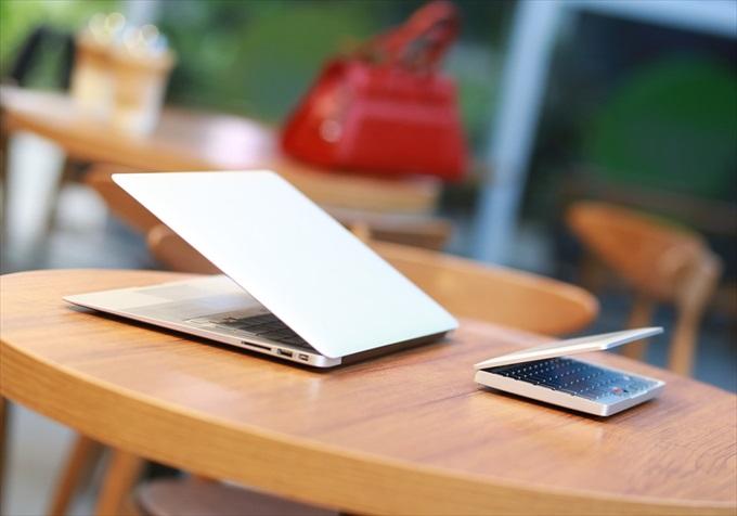 テーブルの上に置かれたGPD Pocket