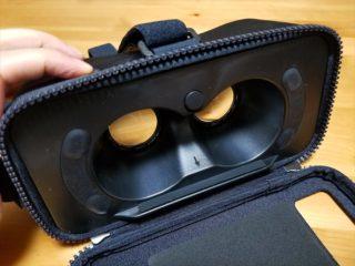 簡易VRゴーグルのボタンを押した状態