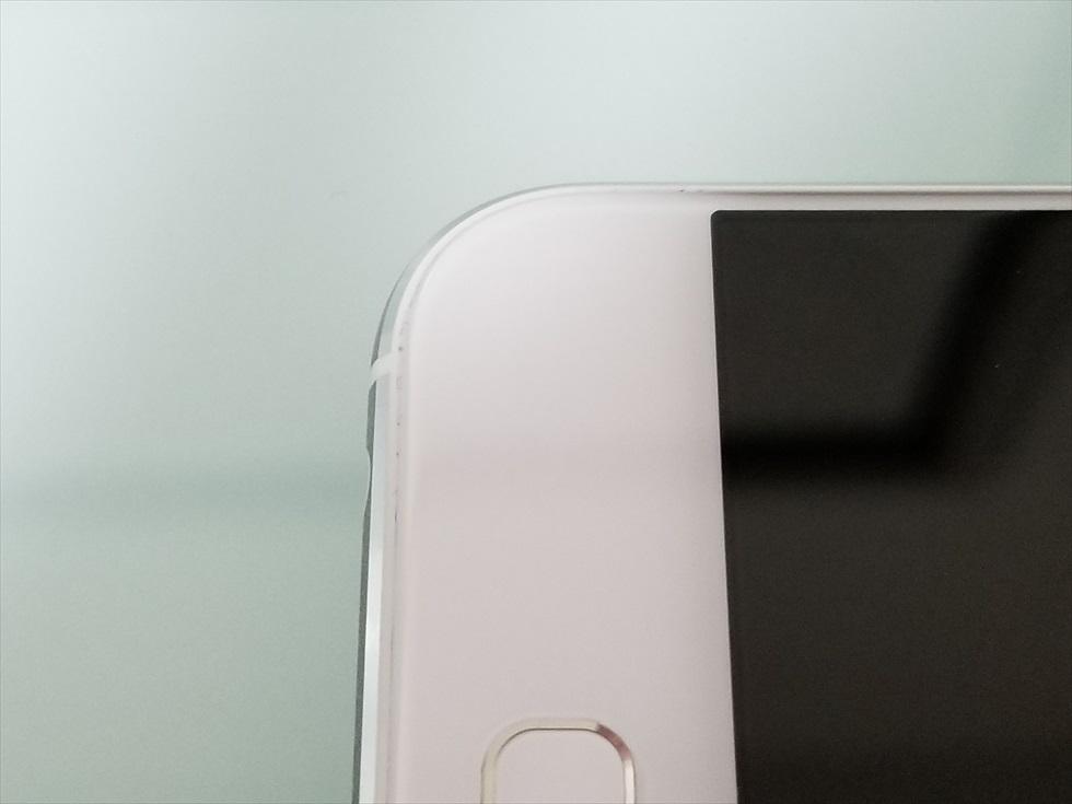 至近距離から撮影したZenFone 4 ムーンライトホワイト