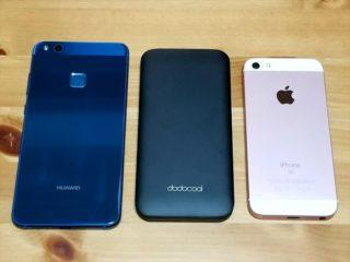 HUAWEI P10 liteとモバイルバッテリーとiPhone SE